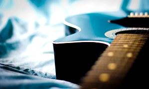 買ったギターがインテリアになってる奴wwwwwwwww