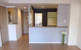 カウンターキッチンタイプのマンションをカッコよく見せるインテリア